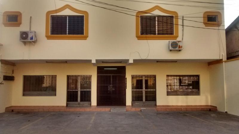 Edificio de Locales y Oficinas en Venta en Barrio Guamilito