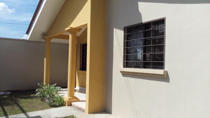 Se Vende Casa En Residencial Santa Monica Lps.1,900,000