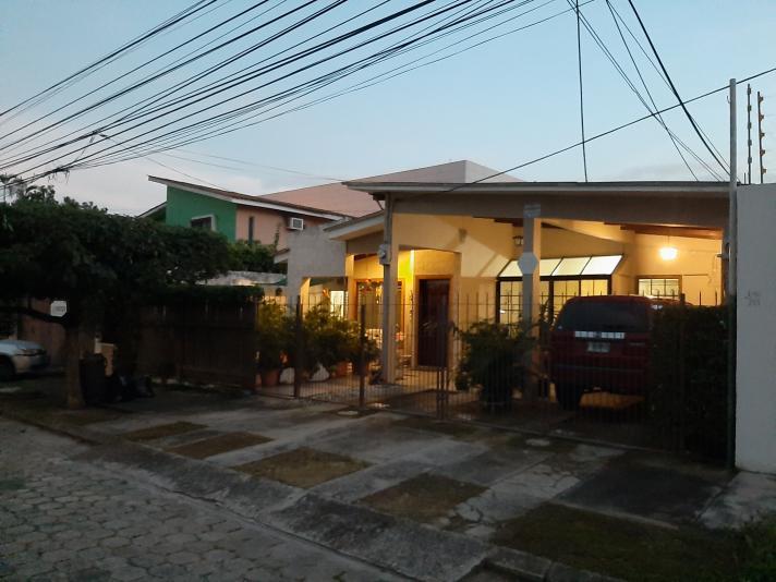 CASA DE UNA PLANTA DE VENTA EN JARDINES DEL VALLE, SAN PEDRO SULA