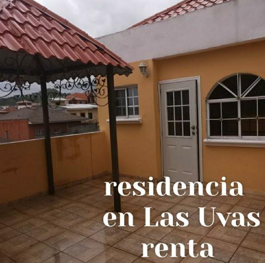 ALQUILER DE CASA EN RESIDENCIAL LAS UVAS