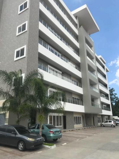 Apartamento con 3 habitaciones dentro de un complejo cerrado con seguridad las 24 horas. Cuenta con piscina.sky lounge,parqueo para 2 vehiculos,