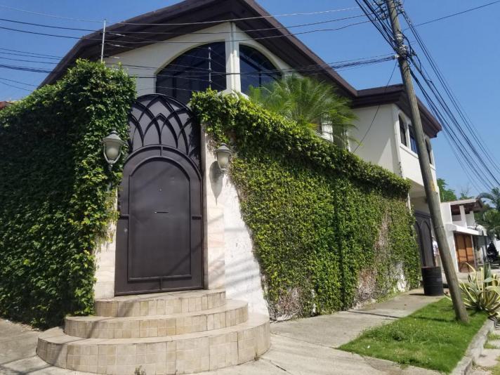 Hermosa Casa EN Venta Ubicada EN Colonia Juan Lindo SAN Pedro Sula