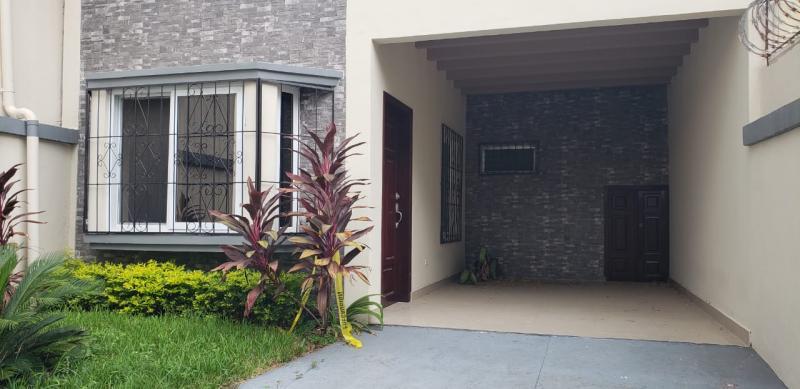 SE VENDE TOWNHOUSE EN R\u00edO PIEDRA $115,000
