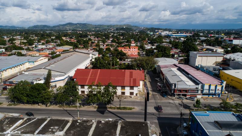 Edificio Comercial Frente Avenida Junior