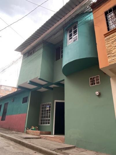 INVERPROP VENDE CASA DE 2 PISOS CIRCUITO PRIVADO 3 hab, 2 salas, estudio, 2 bños, patio L 1,250,000.00 NEG