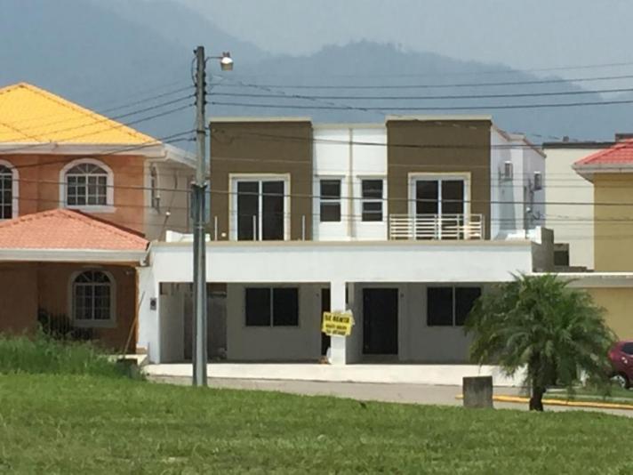 RESIDENCIAL LA FORESTA SE RENTA MODERNO TOWNHOUSE